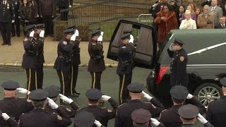 NYPD mourns murdered Officer Wenjian Liu, some turn backs on mayor