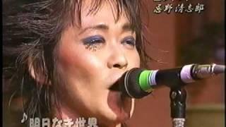 2001年、TV「サンデージャングル」出演時のライブ映像。フライングVで...