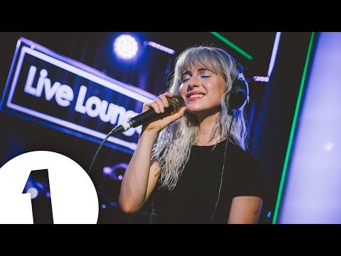 Paramore cover Drake's Passionfruit in the Live...