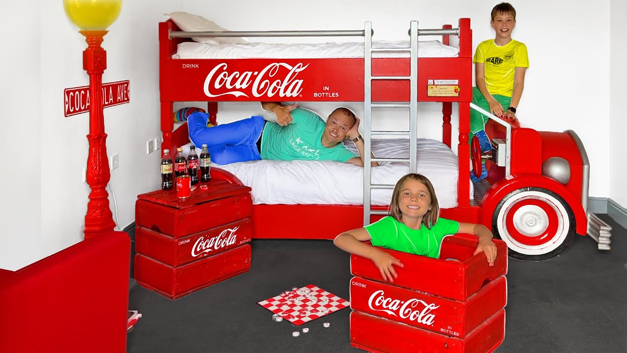День в Кока Кола комнате