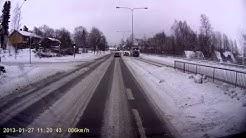 Aamulehti: Auto törmäsi bussin kylkeen