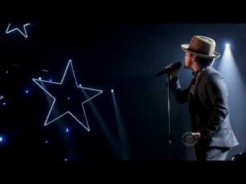Bruno Mars Young Girls (The Victorias Secret Fashion Show 2012)
