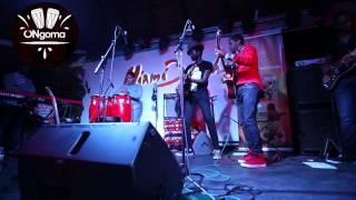 Marito, criança angolana de 10 anos, exibe seu talento musical junto de gurus
