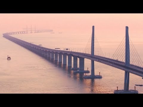Vehicles Carry out Joint Trial Runs on Hong Kong-Zhuhai-Macao Bridge