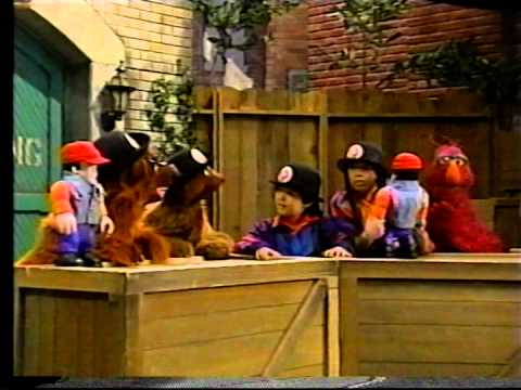 Sesame Street - Telly Wants To Be a Bear Scout
