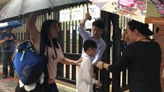 Publication Date: 2019-10-15 | Video Title: 香港禁蒙面法後首間親中學校築人鏈 抗議校方打壓表達自由