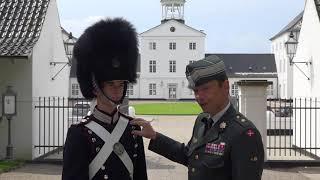Dyk ned i detaljerne på Livgardens blå uniform