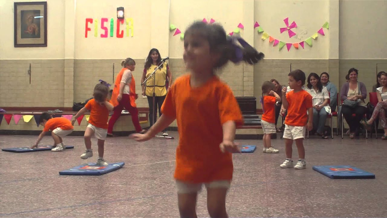 Acto de gimnasia salita naranja colchoneta youtube for Colchonetas para gimnasia
