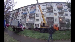 Житель Бийска поднял «Газель» на пятый этаж, чтобы поздравить девушку с днём рождения