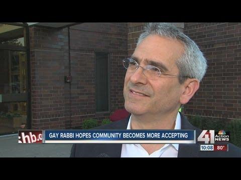 Gay rabbi preaches tolerance