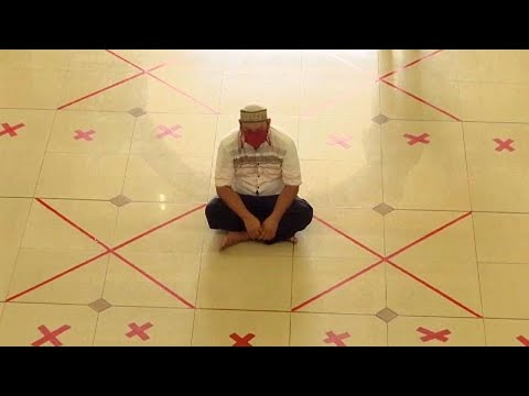 شاهد: عودة المصلين إلى مساجد إندونيسيا لأداء صلاة الجمعة بعد أسابيع من الإغلاق…  - نشر قبل 6 ساعة