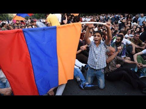 В Армении массово закрывают роддома. Народ восстал против министра здравоохранения