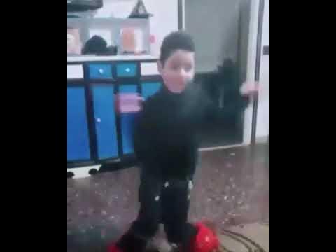طفل مغربي يرقص بشكل جيد على الشعبي thumbnail