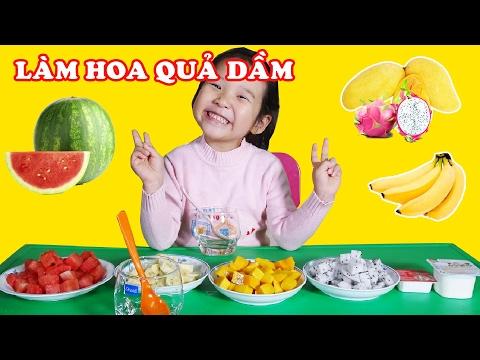 HOA QUẢ DẦM - Bé dâu tây làm hoa quả dầm sữa chua ❤ Dâu tây channel