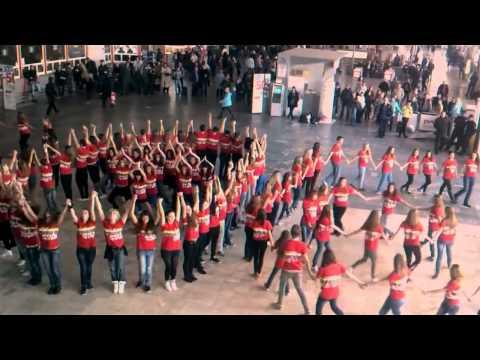 Видео: Танцевальный флешмоб москва на курском вокзале