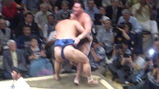 20150913 大相撲秋場所初日 隠岐の海 VS 白鵬 横綱初日に土.