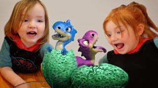 🦕🦖 BABY DiNOSAUR EGGS 🥚  Adley & Niko digging for Pet Dinos, Learning Dino Names and Niko's Song