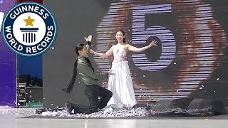 Magicians Create Guinness Record After 18 Costumes Changes In 1 Minute