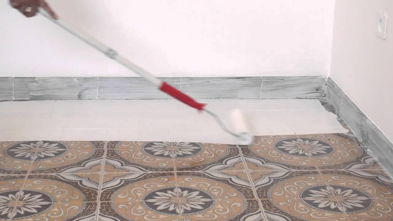 Atriafloor primer applicazione su piastrelle youtube - Posa pavimento pvc su piastrelle ...