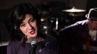 """Nobody Knows You When You're Down and Out"" (Live) - Sara Niemietz, Snuffy Walden & Marty Schwartz"