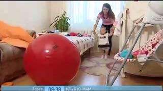 Малыш учится ходить(Humana.ua. Если ваш ребенок уверенно стоит в кроватке - это первый признак того, что вскоре он начнет ходить...., 2013-08-05T12:07:44.000Z)