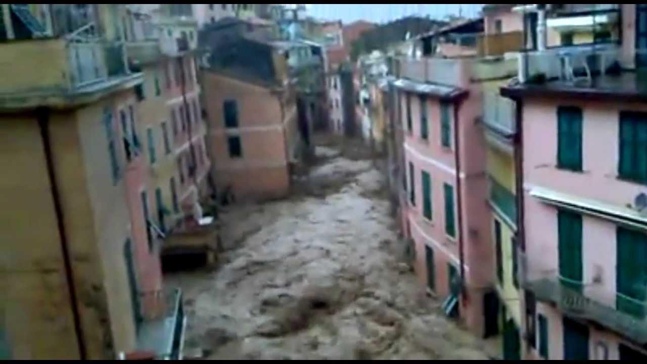 Vernazza Flood: October 25, 2011 - YouTube