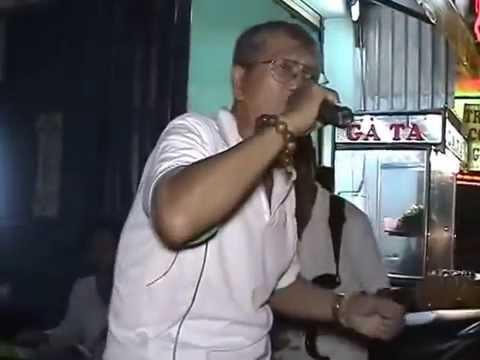Cụ già 70 tuổi hát nhạc chế loi nguoi ra di