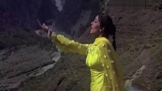 Kabhi-kabhi bezubaan parwat bolte hai