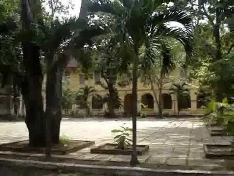 Sân trường THPT Nguyễn Đình Chiểu - Mỹ Tho
