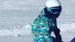 Павел Воля учит сына Роберта кататься на горных лыжах