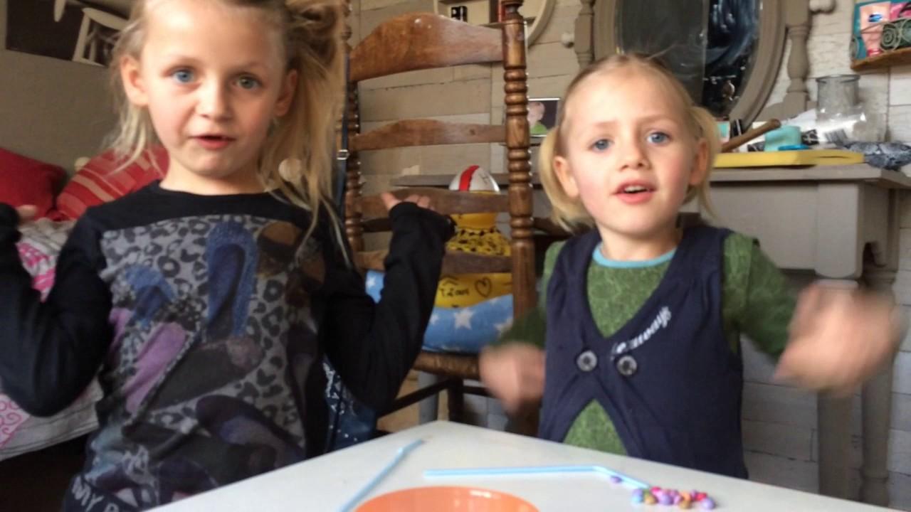 SMARTIE SPEL! - Sisters - YouTube Smartie Spel