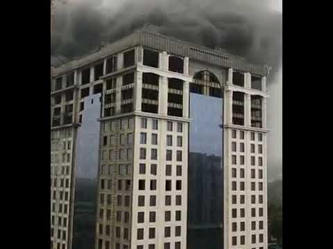 """В Душанбе горит недостроенная гостиница """"Исмоили Сомони"""""""