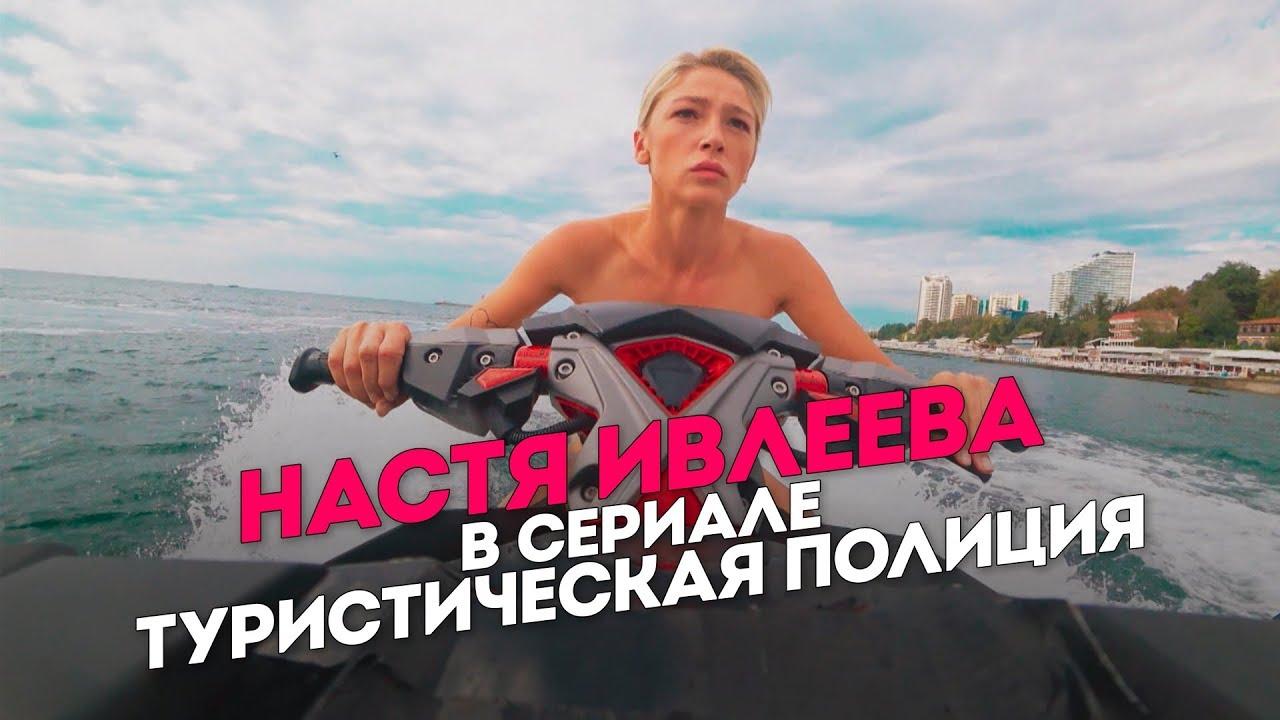 Голая Грудь Одри Бастьен – Офелия (2013)