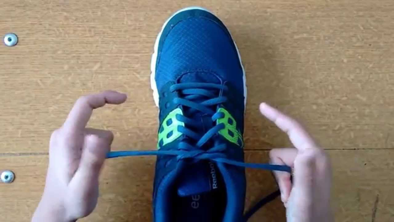 How To Tie A Shoe Extremely Fast (in Seconds)