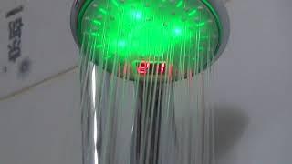 видео Светодиодная насадка на кран  с подсветкой на кран и душ