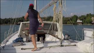 Big Boat Problems and an unexpected Haul-Out! |Sailing Footloose Solo #12