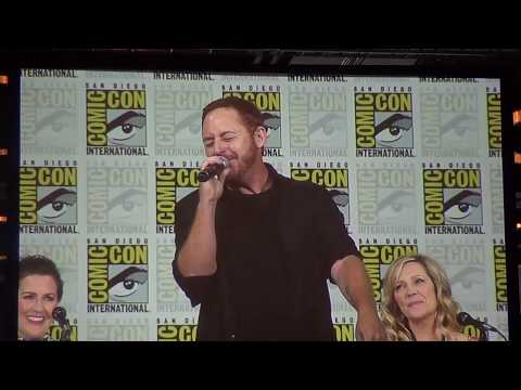 "Scott Grimes sings ""Daddy's Gone"" at SDCC"