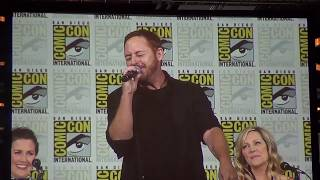 Scott Grimes sings