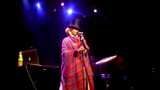Erykah Badu 20 Feet Tall live @ Olympia, Paris  www.onemic.net