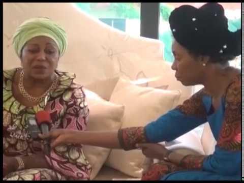 Maman Sassou pleure Papa OLANGI