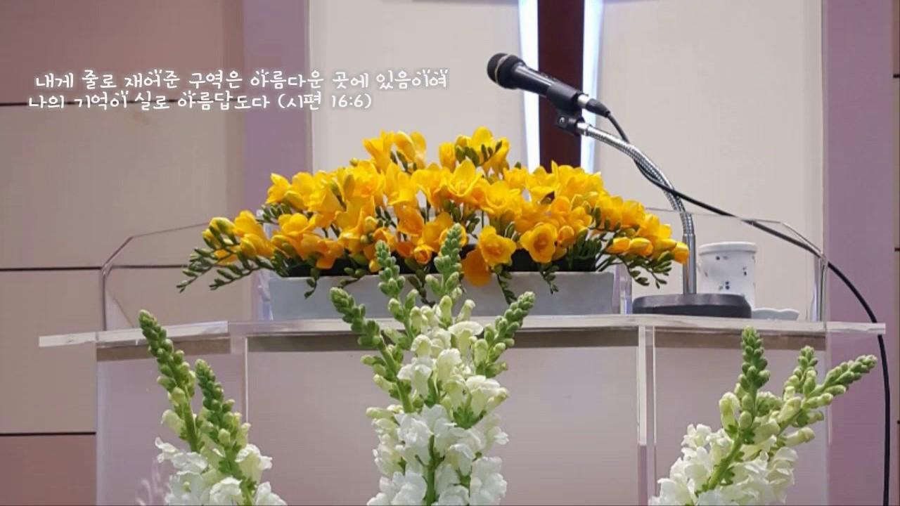 a church flower arrangement youtube. Black Bedroom Furniture Sets. Home Design Ideas