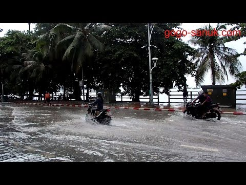 Walking Beach road – Pattaya after the rain