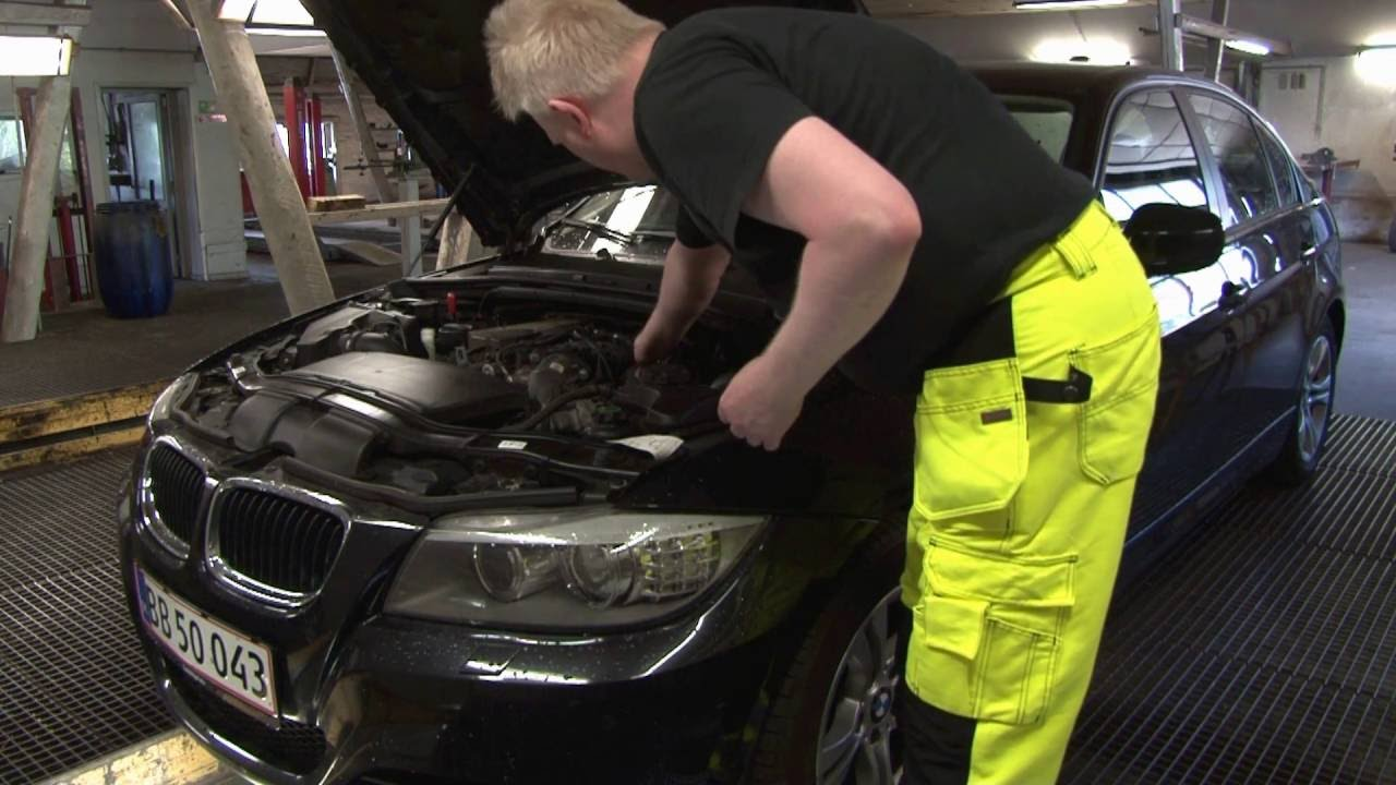 bmw 320d engine oil change 3 series 2005 2011 youtube. Black Bedroom Furniture Sets. Home Design Ideas