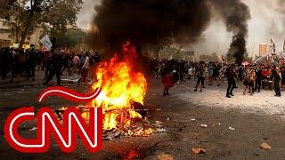 Chilenos opinan sobre Sebastián Piñera, los carabineros y la Constitución de Pinochet