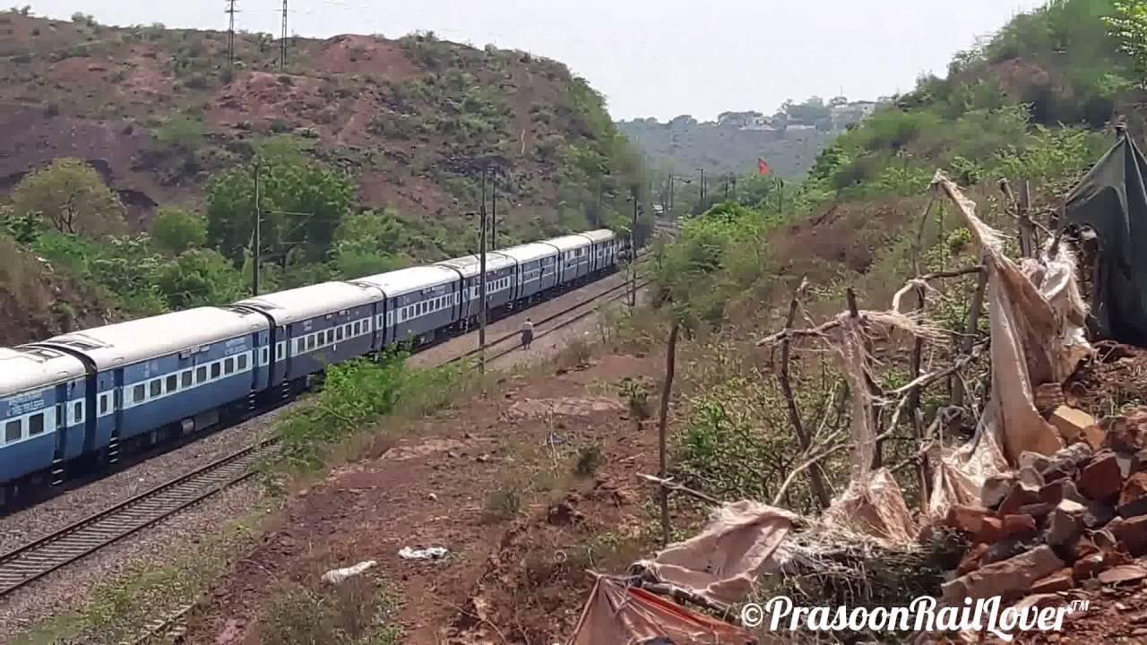 ALCO ABU ROAD WDM 3A 19666 UDZ ~ KURJ EXPRESS : INDIAN RAILWAYS - YouTube