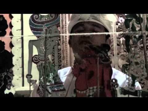 Bali: WAYANG KULIT LEMAH Dalang Kadek Mujasa - part of the Mahabharata #2 by Hans & Fifi