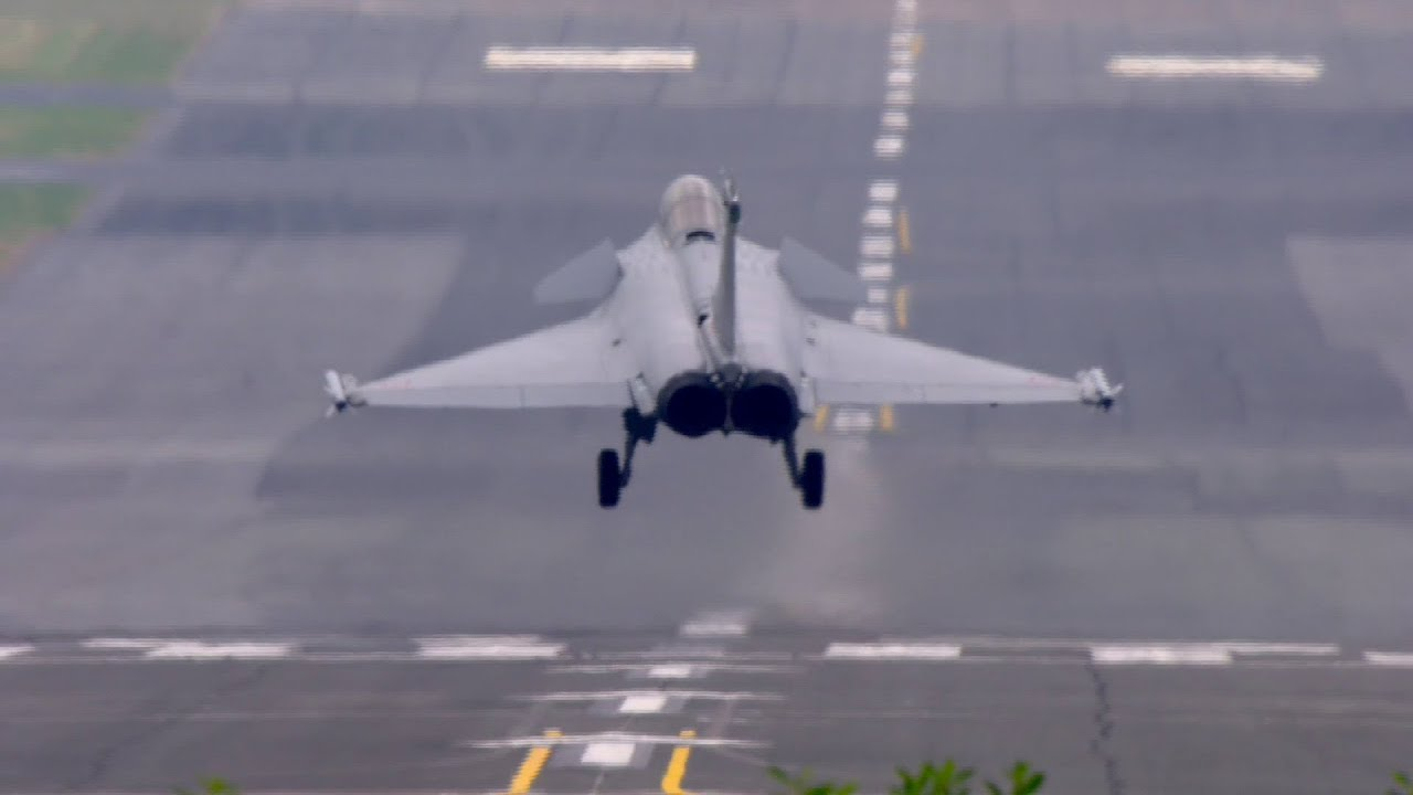 Paris air show 2015 the rafale takes the stage youtube for Air show paris 2015