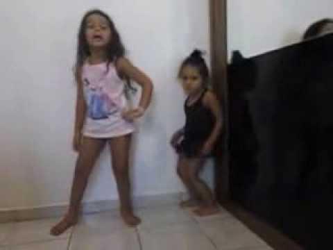 meninas  dançando lepo lepo