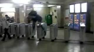 Турникеты в метро(, 2011-07-13T14:23:51.000Z)