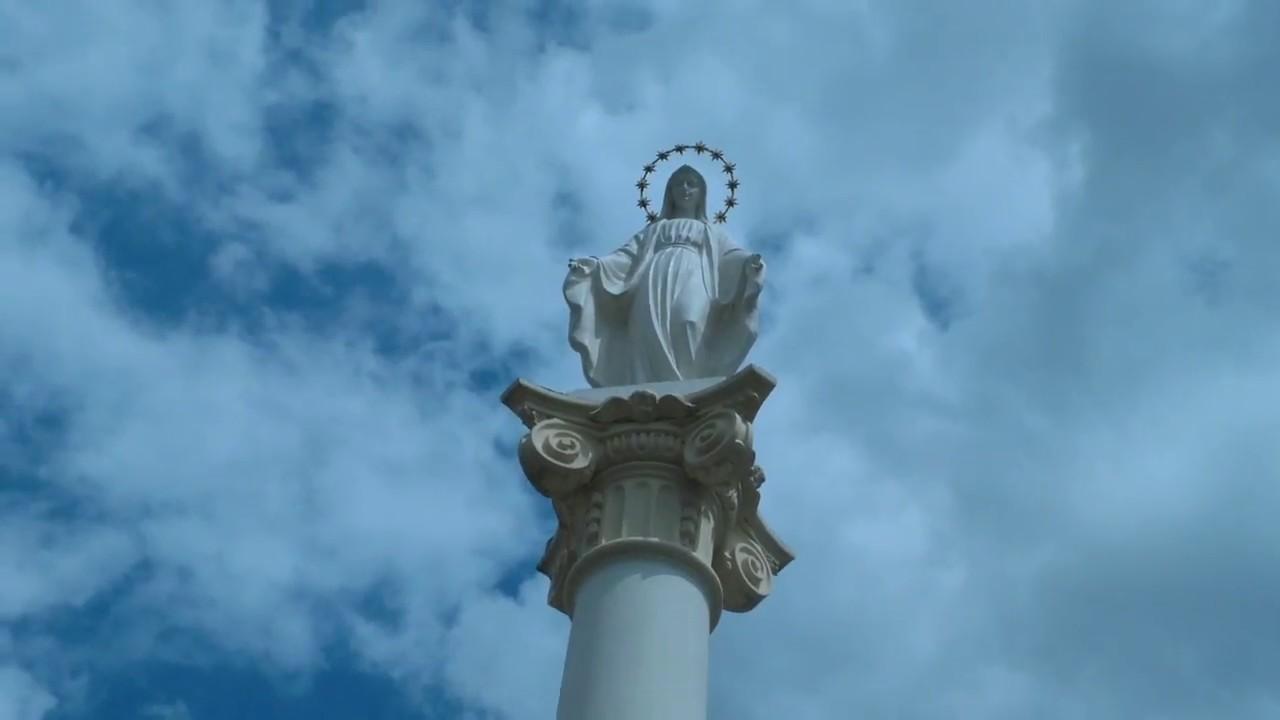 Біля статуї Богородиці у Бродах висадили квіти